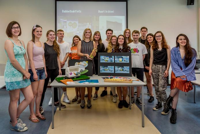 De studenten van SintLucas die de twee voorstellen hebben uitgewerkt.
