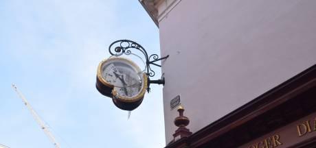 Monumentale klok van juwelier Andriessen in Bergen op Zoom kapot gereden