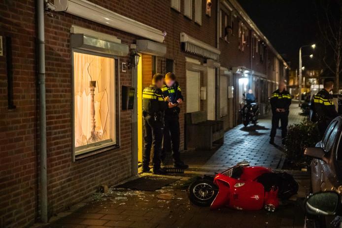 De chaos in de Korhoenstraat in Tilburg nadat drie mensen zwaargewond raakten.
