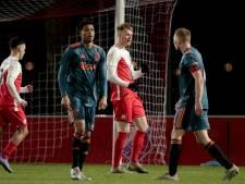 Jong FC Utrecht laat onthutsend Jong Ajax alle hoeken van Zoudenbalch zien