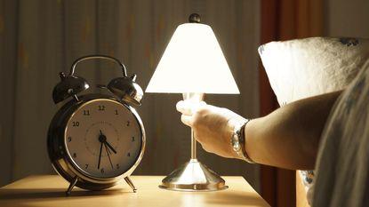 Altijd moe? Deze 15 dingen verstoren onbewust je slaap