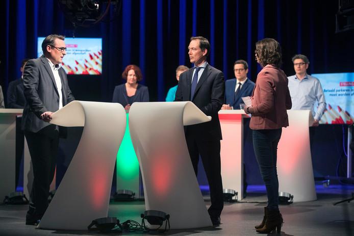 Links Richard de Mos, rechts Boudewijn Revis (VVD).