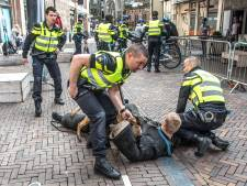 Proef in Zwolle: meer agenten als het druk is
