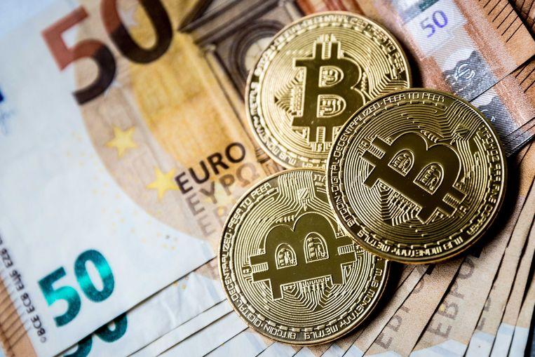 De euro en Bitcoin. Veel mensen zien de digitale munt als investering terwijl economen waarschuwen voor een bubbel.