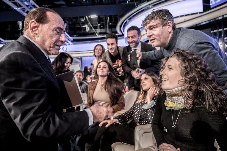 Voormalig minister-president Berlusconi groet fans in de studio van Rai. Beeld getty
