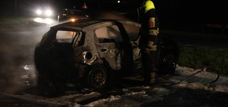 Auto uitgebrand aan de Hogeweg in Kesteren