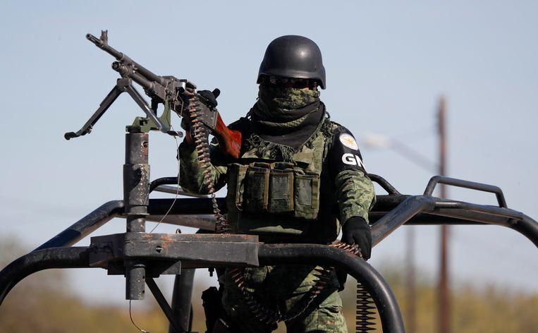 Mexicaanse veiligheidsdiensten gaan zwaarbewapend de straat op. Regelmatig vallen er doden bij confrontaties met de drugskartels.