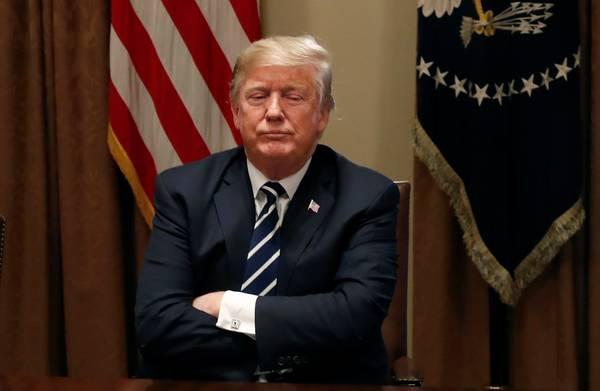 Trump zegt dat hij een woord **vergat** en probeert vergeefs de betekenis van zijn opmerking om te keren