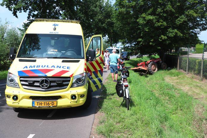 Langs de Houtsestraat in Balgoij is een tractorbestuurder van de weg geraakt.