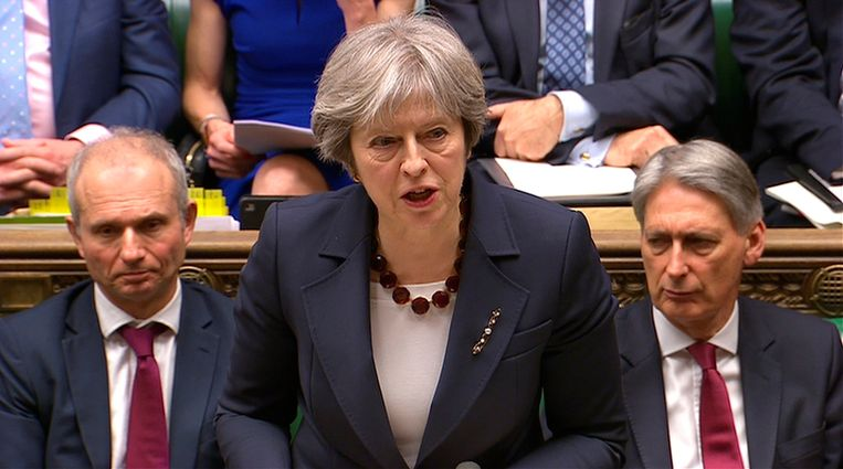 Brits premier Theresa May stelde vast hoe Rusland het Brits ultimatum naast zich neer legde. Haar antwoord is het uitwijzen van 23 Russische diplomaten.