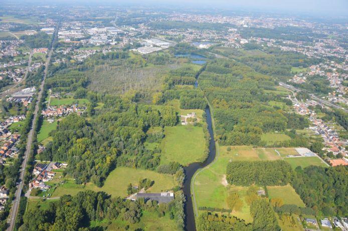 De Wellemeersen, links van de Dender.