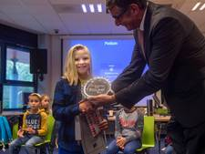 Anne Pieper (9) wint Kinderdictee