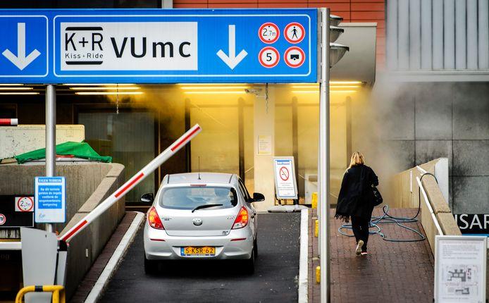 Het VUmc staat in de top van duurste parkeertarieven bij ziekenhuizen. Een dag parkeren kost hier 30 euro.