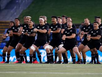 Kippenvelmoment: All Blacks eren Maradona met Haka