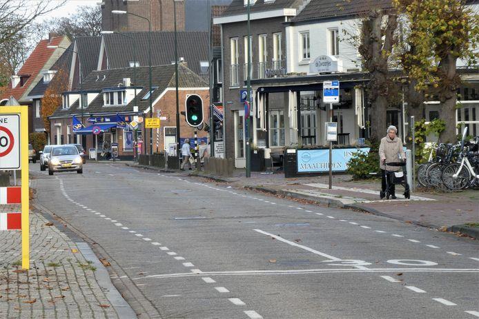 Het stoplichtin de Nieuwstraat verdwijnt bij reconstructie.