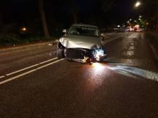 Auto ramt lantaarnpaal in Hengelo