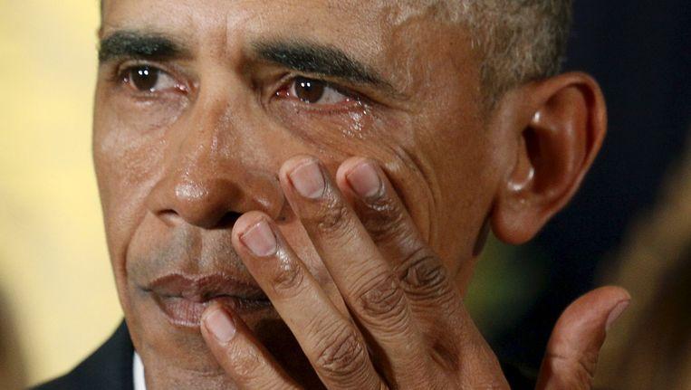 Obama in tranen tijdens zijn toespraak. Beeld reuters