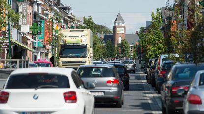 """Heistse winkelstraat Bergstraat wapent zich voor heropening winkels: """"Enkelrichtingsverkeer voor voetgangers én auto's"""""""