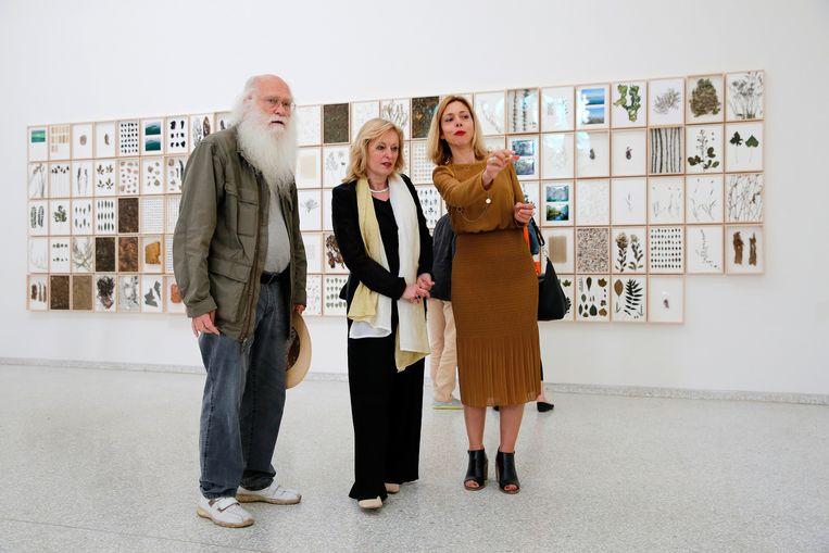 Kunstenaar Herman de Vries, Jet Bussemaker en Birgit Donker. Beeld anp