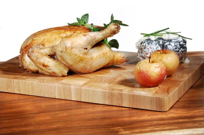 De Volwaard-kip slaat aan bij de consument. Steeds meer supermarkten verkopen de kippen wel onder een eigen naam.
