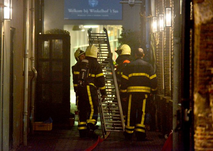 Grote brand achter Café Bruxelles in Breda. Foto Perry Roovers / MaRicMedia