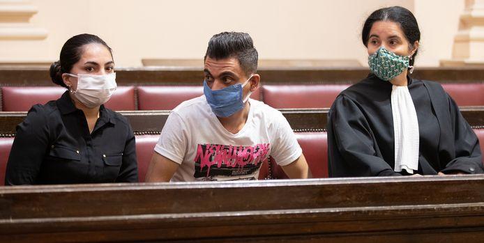 De ouders van Mawda met hun advocate Selma Benkhelifa, tijdens een eerdere zitting.