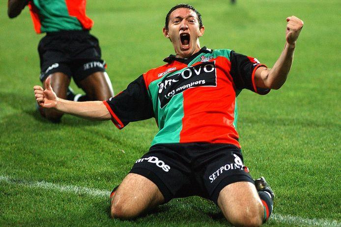 Edgar Barreto viert een goal voor NEC.