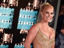 Heftige beelden: Dit is het moment dat Britney Spears haar voet breekt