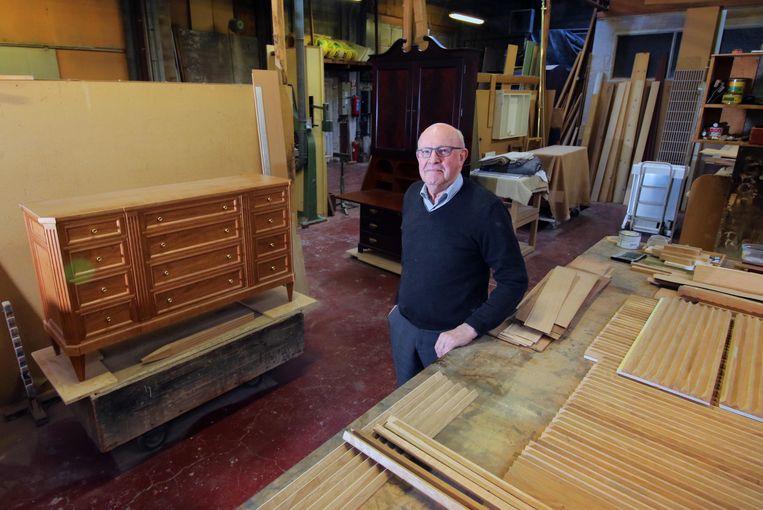 De bekende Kortrijkse meubelmaker Omer Vandenborre is gestopt.
