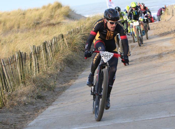 Thijs Zonneveld in actie tijdens het NK strandrace.