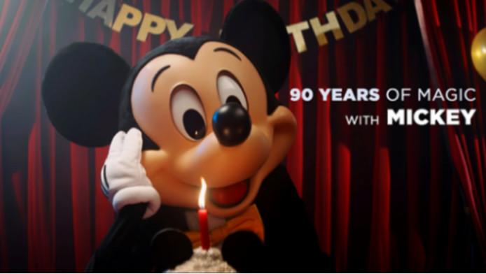 Mickey Mouse Blaast 90 Kaarsjes Uit Dit Is Hoe Walt Disney Hem