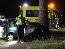 Automobilist ernstig gewond bij botsing op boom langs N345 bij Klarenbeek