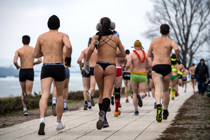 "La ""Underpants Run"", une course à pied en sous-vêtements  le long du Danube à Belgrade."