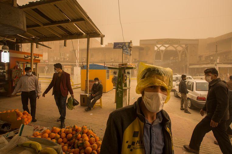 De waterschaarste in Khuzestan heeft stofstormen en kale vlakten tot gevolg op plaatsen die voorheen groen en moerassig waren. Beeld Danial Khodaie