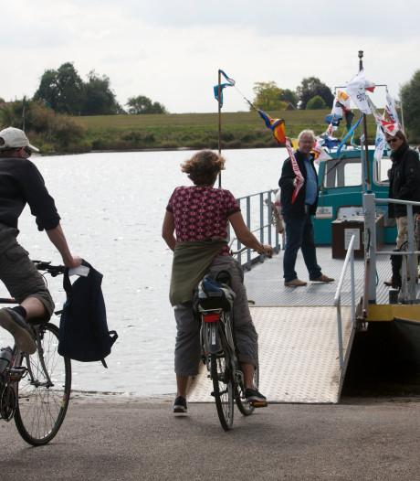 Het voet- en fietsveer vaart weer