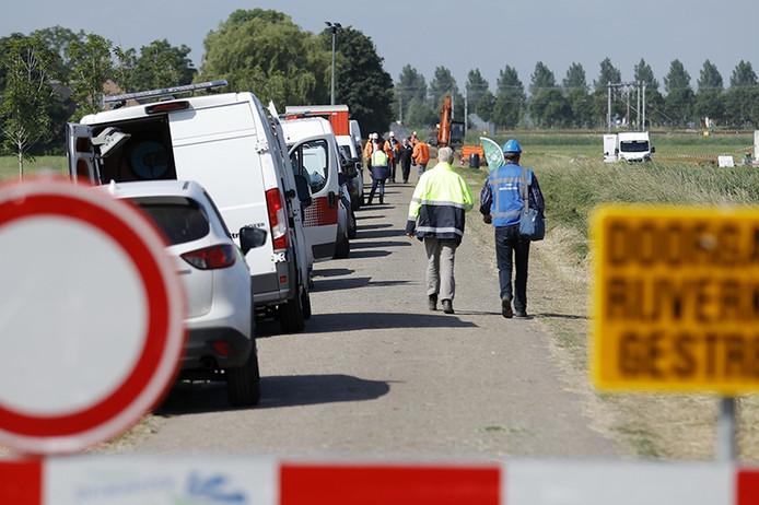 Afgraven van vervuilde grond bij Lage Zwaluwe. Foto Marcel Otterspeer / Pix4Profs