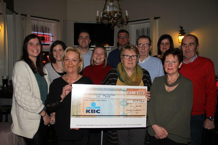 De Vrienden van het Torreke overhandigden een cheque van 2.000 euro aan De Parel
