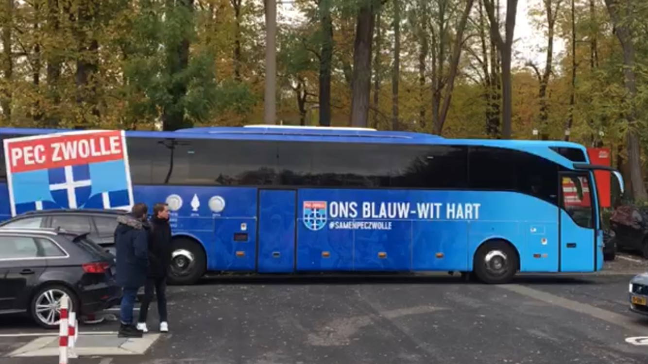 Met deze bus legt PEC Zwolle in 8 dagen bijna 1100 kilometer af.