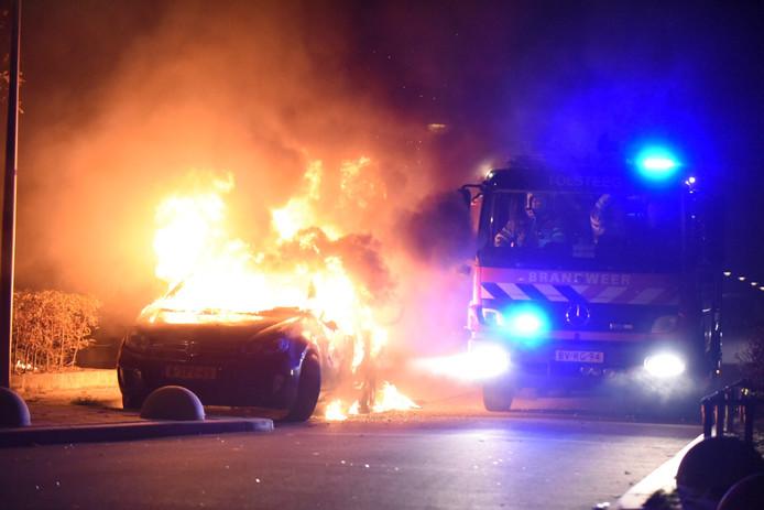 De auto is in vlammen opgegaan.