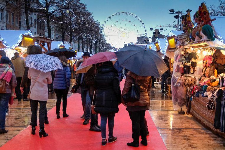 Veel 'winterpret' is er niet aan voor de bezoekers. Het slechte weer van de laatste dagen houdt velen thuis.