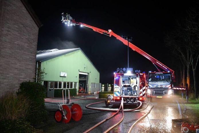 In een loods in Eede heeft vrijdagavond een brand gewoed.