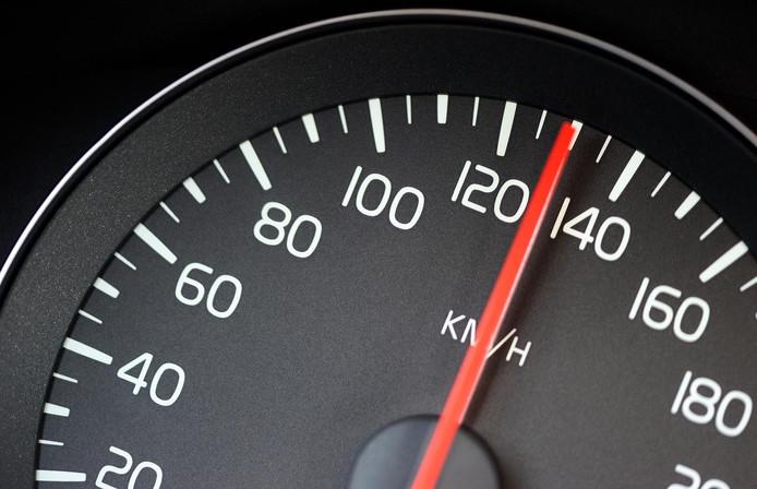 Volgens de Hellevoeter scheuren motorrijders met enorme snelheden over de N497.