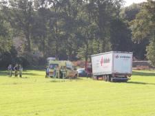Vrachtwagenchauffeur gewond bij ongeval Haarle