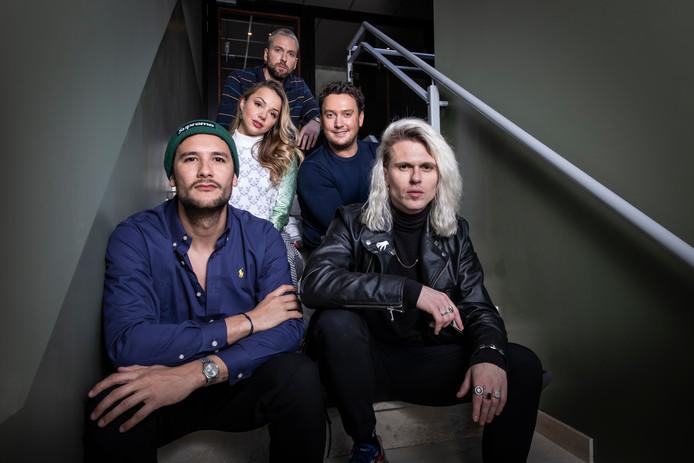 Populaire muziekgroep Kris Kross Amsterdam kondigt een samenwerking aan met Tino Martin en Emma Heesters.