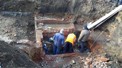 Arbeiders vinden drie skeletten op werf