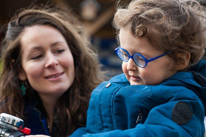 Dessie Lividikou met haar zoontje Sam.