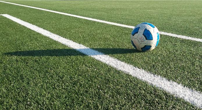 Voetbalveld Kamperland krijgt ledverlichting | Bevelanden | pzc.nl