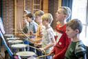 Op de St. Aegidiusschool wordt serieus geoefend voor het grote concert in het openluchttheater, volgende maand.