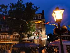 'Echt Dordts' festival op het balkon van Finn's