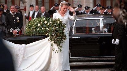 """Twintig jaar geleden schonk Mathilde haar bruidsboeket aan Onze-Lieve-Vrouw van Halle: """"Bezoekers vragen nog steeds waar ze dat boeket kunnen vinden"""""""